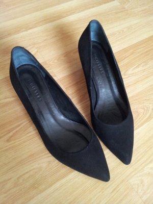 Schwarze Office Court Shoes Midi Heel von Whistles in Suede Pumps