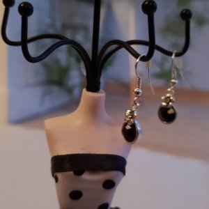 Schwarze Ohrenhänger