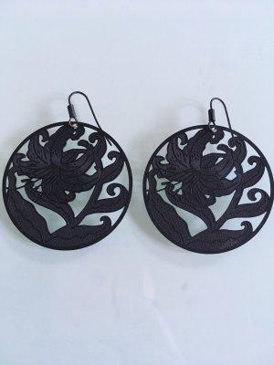 Schwarze Ohrringe ideal für die Hochzeitssaison