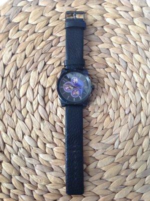 Schwarze Oozoo Uhr mit farbigem Ziffernblatt