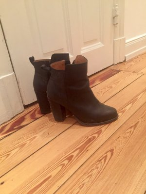 Schwarze & Other Stories Boots