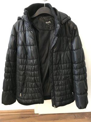 Schwarze Outdoor Jacke