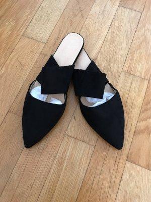 Schwarze Pantoletten