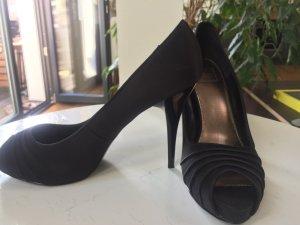 Schwarze Peeptoe High Heels