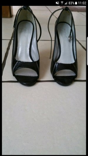 schwarze Peeptoe Schuhe von Laura Scott