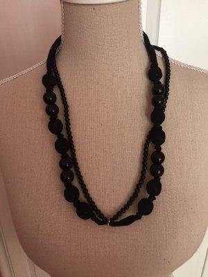 schwarze Perlenkette mit Schleife