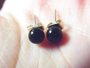 Schwarze Perlenohrstecker