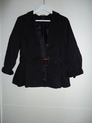 Schwarze, pfiffig geschnittene Jacke mit braunen Knöpfen und Taillengürtel