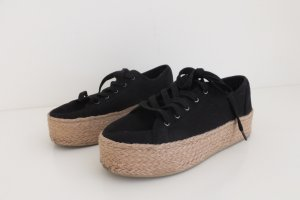 Schwarze Plateau-Schuhe mit Bast-Sohle