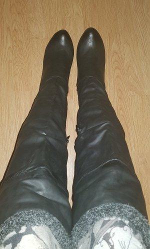 schwarze Plateau-Stiefel mit Innenfell
