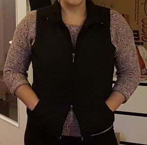 Schwarze Polyester-Weste mit mehreren Taschen und Reißverschluss