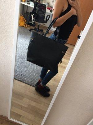 Schwarze, praktische Handtasche
