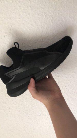 Schwarze Puma Schuhe Größe 39