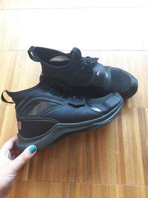 Schwarze Puma Schuhe Phenom