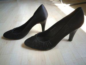 Zapatos de punta negro