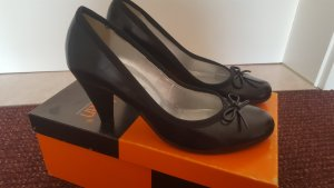 Schwarze Pumps in 37