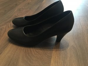Schwarze Pumps in 38