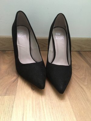 SchwArze Pumps in wildlederoptik