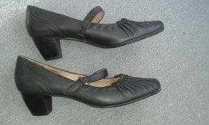 Schwarze Pumps (Queens)