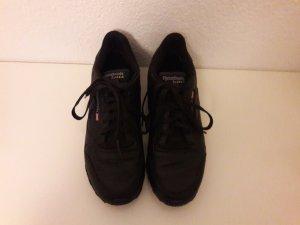 Schwarze Reebok Classic Schuhe