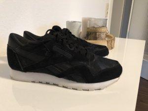 Schwarze Reebok Sneaker mit Camouflagemuster