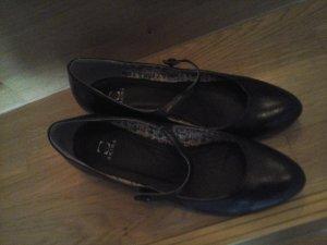 schwarze Riemchen Pumps Schuhe mit Mini-Absatz von Akira Gr. 39