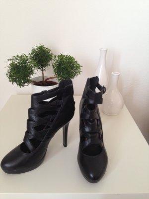 Schwarze Riemen-High-Heels