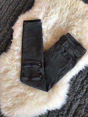 Schwarze Röhren Jeans