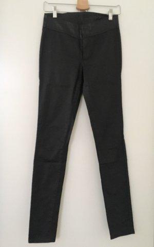 Schwarze Röhrenhose mit Lederbund