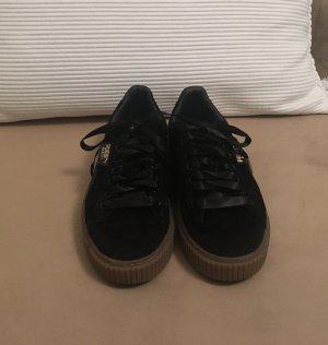 Schwarze Samt-Sneakers