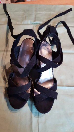 schwarze Sandale mit Keilabsatz + Plateau in der Größe 40 (Neuwertig, nur 1x getragen)
