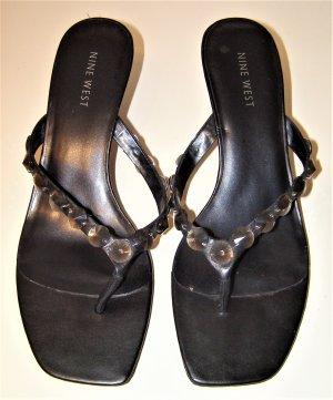 Schwarze Sandalen mit Deko Perlen
