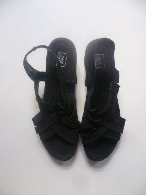 Schwarze Sandalen mit Keilabsatz in Flechtoptik