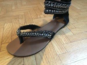 Schwarze Sandalen mit Ketten von Buffalo Girl