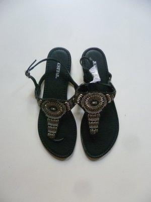 Schwarze Sandalen mit Perlenverzierung von JustFab in 42, Sommer, Strand, Zehensandalen, Boho, Hippie