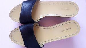 Schwarze Sandalen mit Plateausohle in Gr. 39 NEU