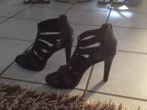 Schwarze Sandaletten mit Absatz