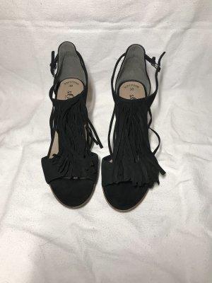 Schwarze Sandaletten mit Fransen