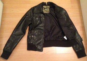 Schwarze schlichte Lederjacke