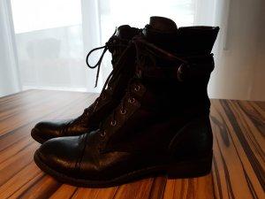 Schwarze Schnür Stiefelchen / Stiefeletten