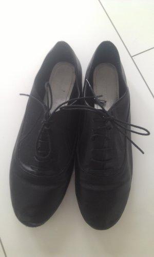 schwarze Schnürschuhe in Größe 40
