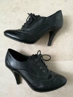 schwarze Schnürschuhe mit Absatz