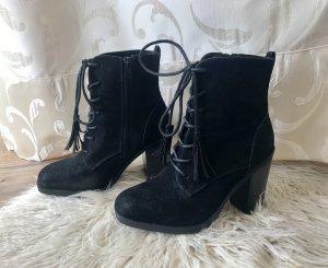 Schwarze Schnürstiefel aus Leder