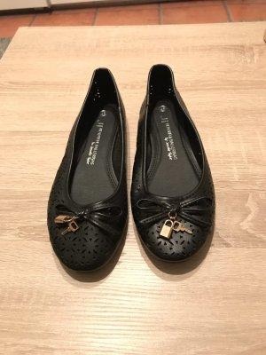 Schwarze schöne Ballerinas