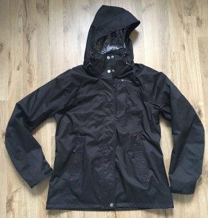 Schwarze schöne Regenjacke