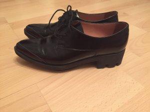 Schwarze Schuhe aus echtem Leder