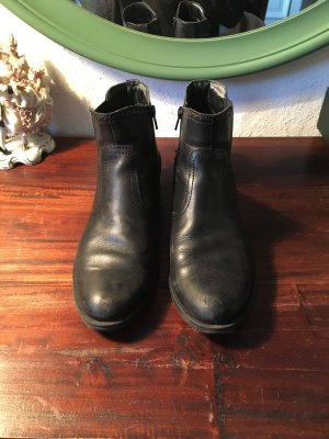 Schwarze Schuhe Chelsea boots ankle booties Stiefeletten schwarz Leder Look