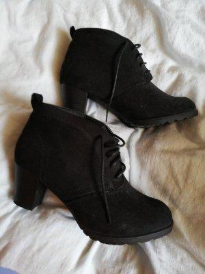 Schwarze Schuhe