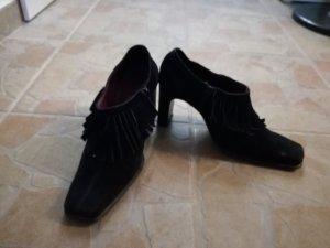 schwarze Schuhe mit Franzen