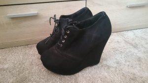 Schwarze Schuhe mit Keilabsatz 39 wie neu